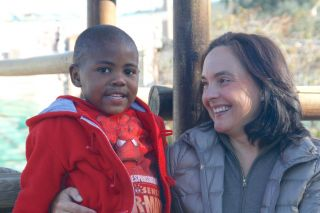 Anja Dalton (here with the sponsor child Ishmael)